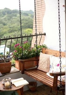 Balkon függőággyal