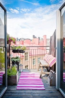 Kicsi, de latvanyos balkon